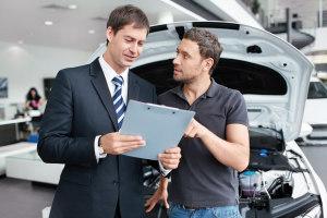 мужчины и машина